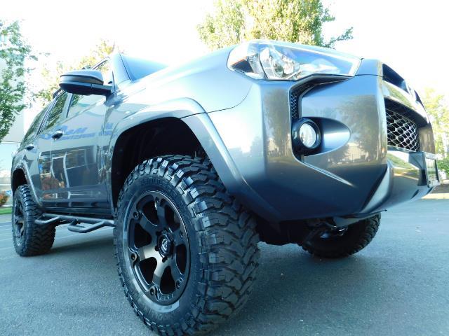2016 Toyota 4Runner SR5 / 4WD / Navi / Backup Camera/ LIFTED LIFTED - Photo 10 - Portland, OR 97217