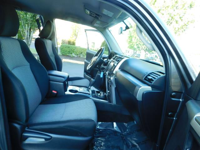 2016 Toyota 4Runner SR5 / 4WD / Navi / Backup Camera/ LIFTED LIFTED - Photo 17 - Portland, OR 97217