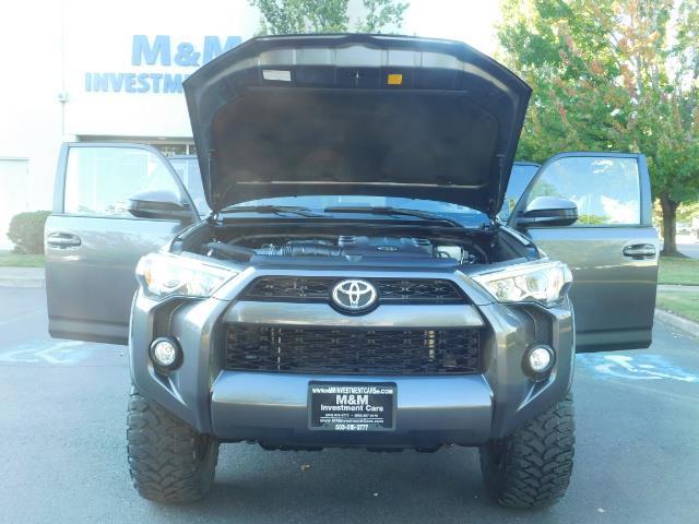 2016 Toyota 4Runner SR5 / 4WD / Navi / Backup Camera/ LIFTED LIFTED - Photo 31 - Portland, OR 97217