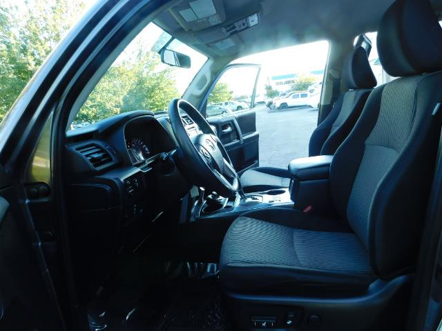 2016 Toyota 4Runner SR5 / 4WD / Navi / Backup Camera/ LIFTED LIFTED - Photo 14 - Portland, OR 97217