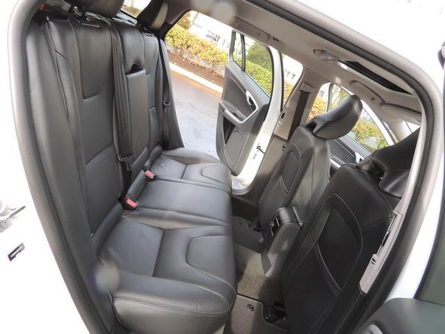 2017 Volvo V60 T5 Premier/ Leather / Heated Seats / Navigation - Photo 16 - Portland, OR 97217