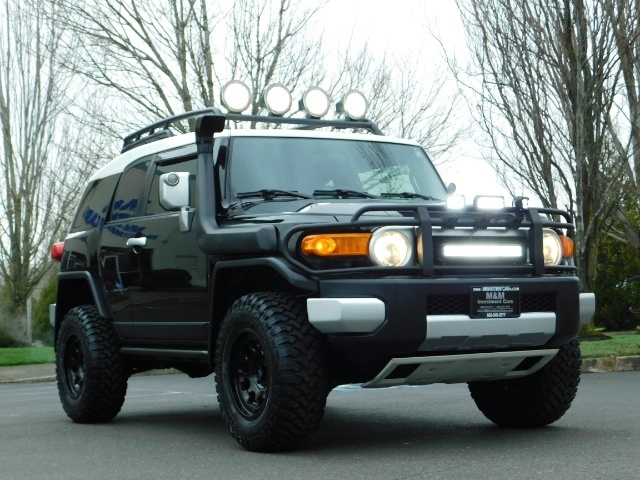 2007 Toyota FJ Cruiser 4dr SUV / 4WD / Rear Diff Locks / LIFTED - Photo 11 - Portland, OR 97217
