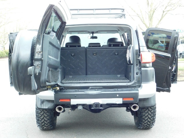 2007 Toyota FJ Cruiser 4dr SUV / 4WD / Rear Diff Locks / LIFTED - Photo 29 - Portland, OR 97217