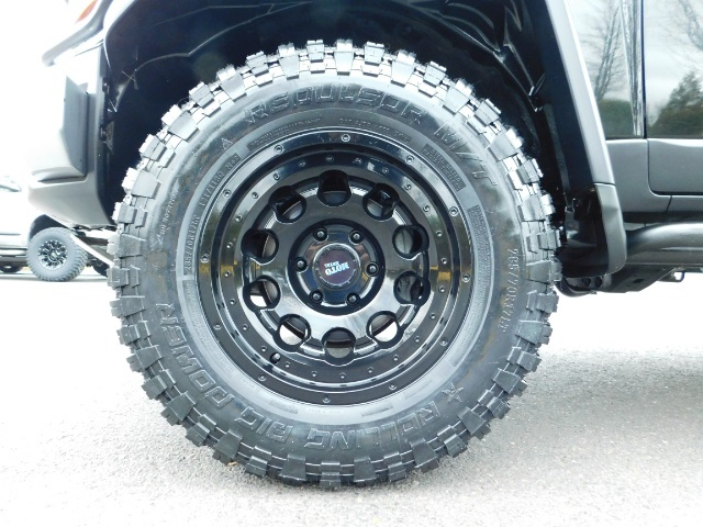 2007 Toyota FJ Cruiser 4dr SUV / 4WD / Rear Diff Locks / LIFTED - Photo 23 - Portland, OR 97217