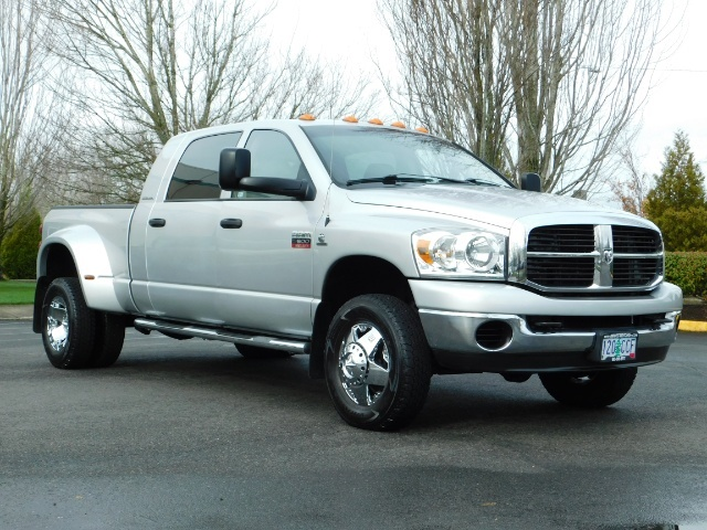 2007 Dodge Ram 3500 SLT / 4X4 / MEGACAB / DUALLY / 5.9L DIESEL / LOW M - Photo 2 - Portland, OR 97217