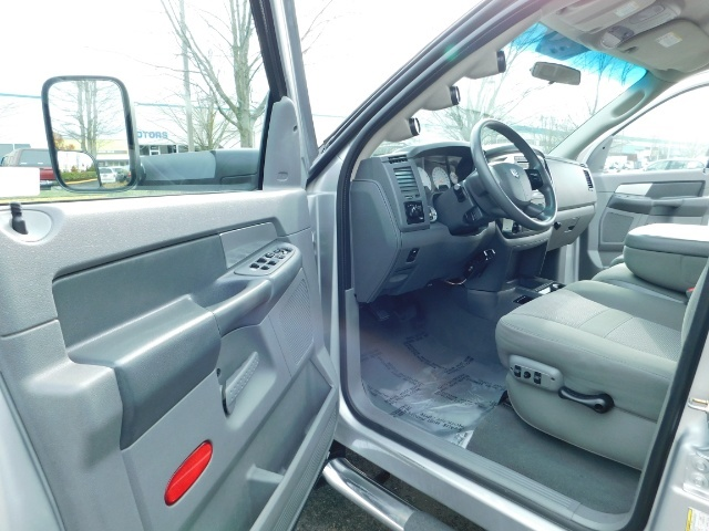 2007 Dodge Ram 3500 SLT / 4X4 / MEGACAB / DUALLY / 5.9L DIESEL / LOW M - Photo 13 - Portland, OR 97217
