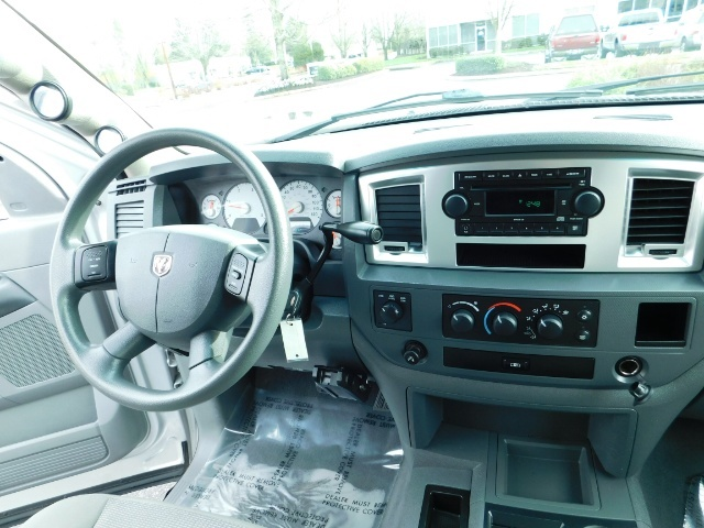 2007 Dodge Ram 3500 SLT / 4X4 / MEGACAB / DUALLY / 5.9L DIESEL / LOW M - Photo 18 - Portland, OR 97217