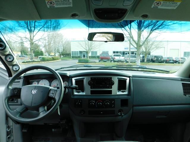 2007 Dodge Ram 3500 SLT / 4X4 / MEGACAB / DUALLY / 5.9L DIESEL / LOW M - Photo 33 - Portland, OR 97217