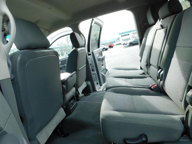 2007 Dodge Ram 3500 SLT / 4X4 / MEGACAB / DUALLY / 5.9L DIESEL / LOW M - Photo 15 - Portland, OR 97217