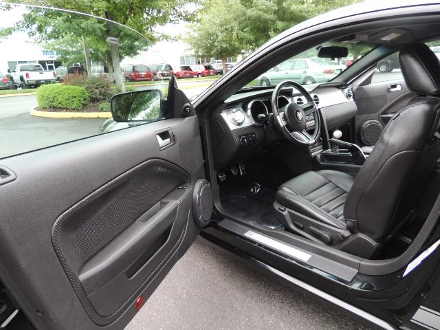 2007 Ford Mustang GT Premium / 5-SPEED / SHELBY PKG / 38K MILES - Photo 13 - Portland, OR 97217