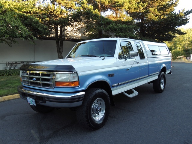 & 1996 Ford F-250 XLT Super Cab / 4X4 / Long Bed / Matching Canopy