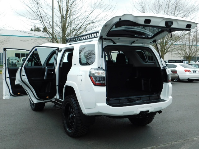 2016 Toyota 4Runner 4X4 V6 / NAVi / CAM / WARRANTY / LIFTED !! - Photo 25 - Portland, OR 97217