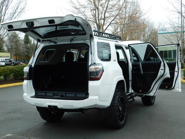 2016 Toyota 4Runner 4X4 V6 / NAVi / CAM / WARRANTY / LIFTED !! - Photo 27 - Portland, OR 97217