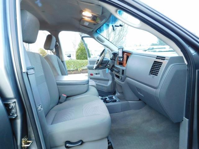 2006 Dodge Ram 2500 SLT Mega Cab / 4X4 / 5.9L Cummins Diesel / LIFTED - Photo 19 - Portland, OR 97217