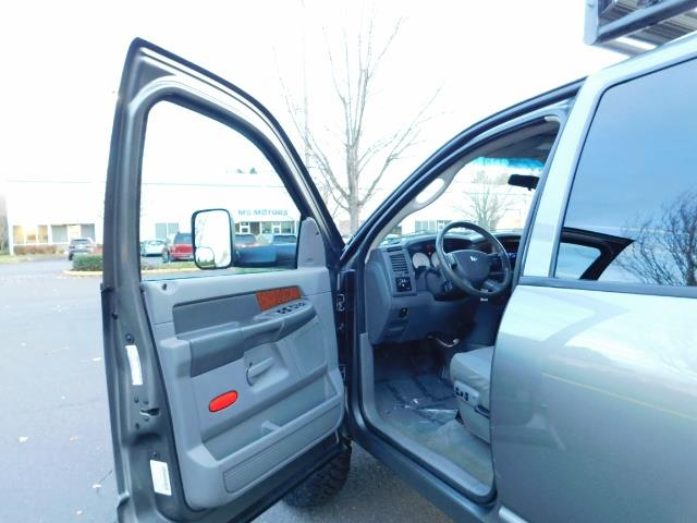 2006 Dodge Ram 2500 SLT Mega Cab / 4X4 / 5.9L Cummins Diesel / LIFTED - Photo 15 - Portland, OR 97217
