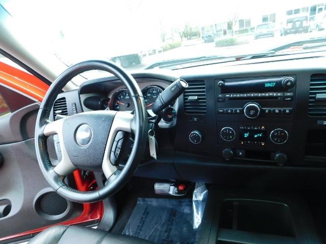 2009 Chevrolet Silverado 1500 LT / 4X4 / Crew Cab/ Leather/Sunroof /DVD/ LIFTED - Photo 18 - Portland, OR 97217