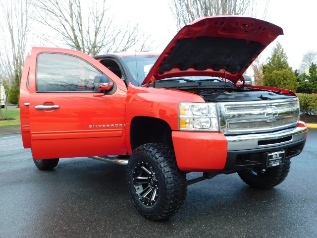 2009 Chevrolet Silverado 1500 LT / 4X4 / Crew Cab/ Leather/Sunroof /DVD/ LIFTED - Photo 31 - Portland, OR 97217