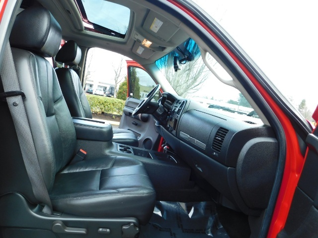 2009 Chevrolet Silverado 1500 LT / 4X4 / Crew Cab/ Leather/Sunroof /DVD/ LIFTED - Photo 17 - Portland, OR 97217