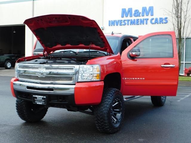 2009 Chevrolet Silverado 1500 LT / 4X4 / Crew Cab/ Leather/Sunroof /DVD/ LIFTED - Photo 25 - Portland, OR 97217
