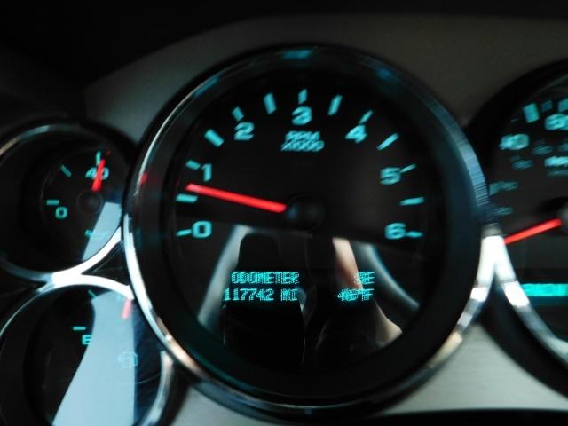 2009 Chevrolet Silverado 1500 LT / 4X4 / Crew Cab/ Leather/Sunroof /DVD/ LIFTED - Photo 42 - Portland, OR 97217