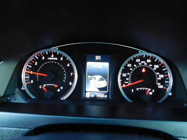 2017 Toyota Camry SE / 4DR Sedan / Backup camera / ONLY 14K MILES - Photo 36 - Portland, OR 97217