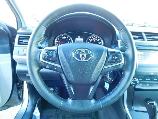 2017 Toyota Camry SE / 4DR Sedan / Backup camera / ONLY 14K MILES - Photo 23 - Portland, OR 97217