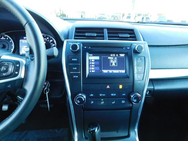 2017 Toyota Camry SE / 4DR Sedan / Backup camera / ONLY 14K MILES - Photo 19 - Portland, OR 97217