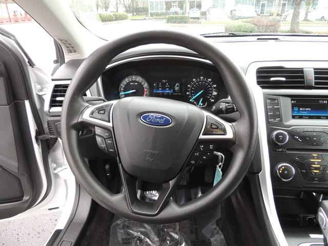 2016 Ford Fusion SE / Sedan / Back up camera / Excel Cond - Photo 19 - Portland, OR 97217