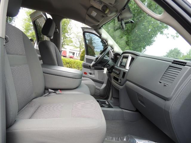 2007 Dodge Ram 2500 SLT 4dr Mega Cab / 4X4 /5.9L DIESEL /NAVI/ LIFTED - Photo 17 - Portland, OR 97217