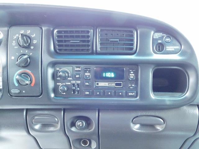 2001 Dodge Ram 2500 SLT / 4X4 / 5.9L CUMMINS DIESEL 1-OWNER LOW MILES - Photo 19 - Portland, OR 97217
