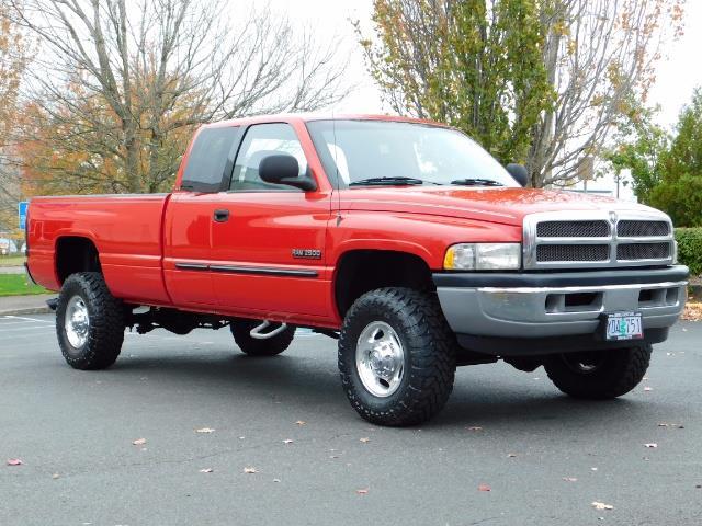 2001 Dodge Ram 2500 SLT / 4X4 / 5.9L CUMMINS DIESEL 1-OWNER LOW MILES - Photo 2 - Portland, OR 97217