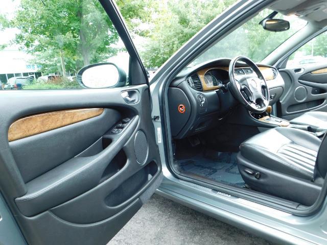 2003 Jaguar X-Type 2.5 / Sedan / AWD / Leather / Sunroof / EXCL COND - Photo 13 - Portland, OR 97217