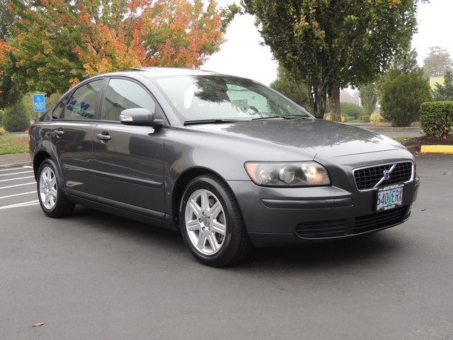 2007 volvo s40 4dr moon roof new tires brakes. Black Bedroom Furniture Sets. Home Design Ideas