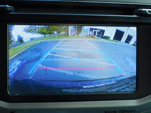2016 Toyota 4Runner SR5 / 4WD / Navi / Backup Camera/ LIFTED LIFTED - Photo 18 - Portland, OR 97217