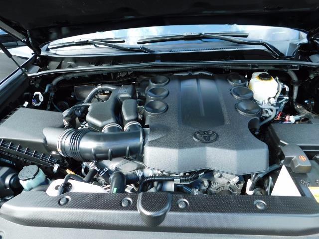 2016 Toyota 4Runner SR5 / 4WD / Navi / Backup Camera/ LIFTED LIFTED - Photo 32 - Portland, OR 97217