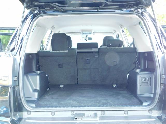 2016 Toyota 4Runner SR5 / 4WD / Navi / Backup Camera/ LIFTED LIFTED - Photo 29 - Portland, OR 97217