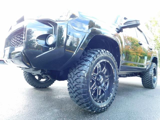 2016 Toyota 4Runner SR5 / 4WD / Navi / Backup Camera/ LIFTED LIFTED - Photo 9 - Portland, OR 97217