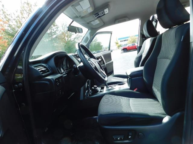 2016 Toyota 4Runner SR5 / 4WD / Navi / Backup Camera/ LIFTED LIFTED - Photo 12 - Portland, OR 97217