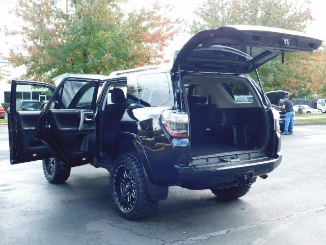 2016 Toyota 4Runner SR5 / 4WD / Navi / Backup Camera/ LIFTED LIFTED - Photo 28 - Portland, OR 97217