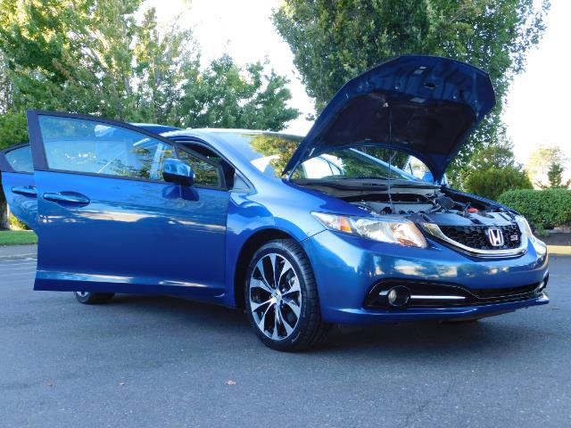 2013 Honda Civic Si / Spoiler / Sunroof / 6-SPEED MANUAL / 1-OWNER - Photo 31 - Portland, OR 97217