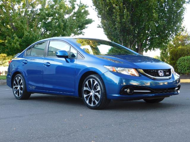 2013 Honda Civic Si / Spoiler / Sunroof / 6-SPEED MANUAL / 1-OWNER - Photo 2 - Portland, OR 97217