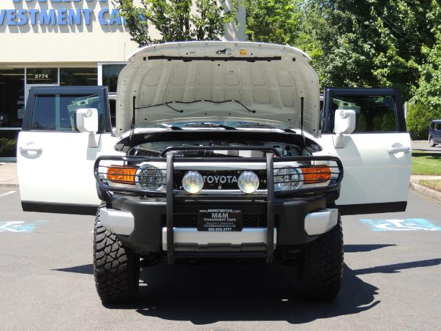 2013 Toyota FJ Cruiser 4X4 / DIFF LOCKS / LIFTED / 1-OWNER - Photo 30 - Portland, OR 97217