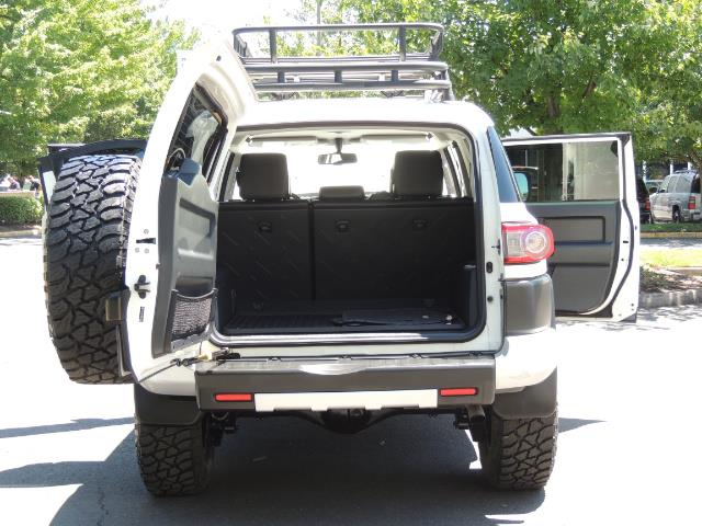 2013 Toyota FJ Cruiser 4X4 / DIFF LOCKS / LIFTED / 1-OWNER - Photo 14 - Portland, OR 97217