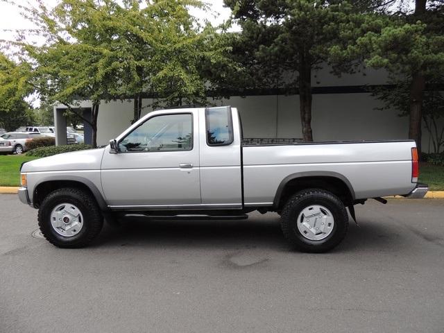 1993 Nissan Truck SE V6 / 4X4 / Sunroof / 5-Speed Manual