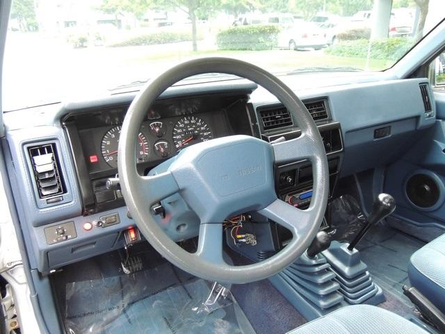 1993 Nissan Truck Se V6 4x4 Sunroof 5 Sd Manual Photo