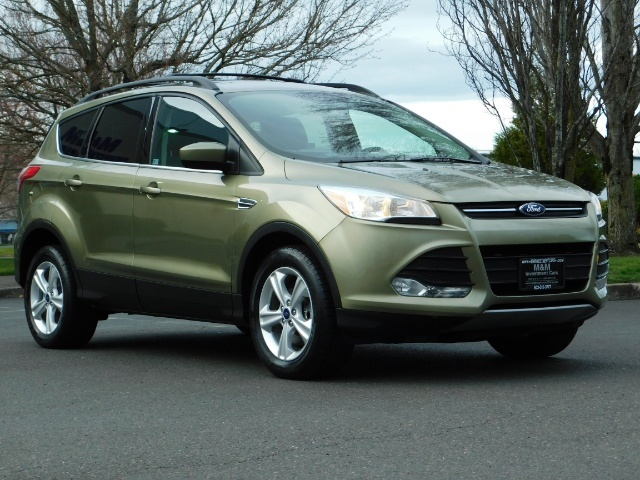 2013 Ford Escape SE / 2.0Liter 4Cyl / AWD / Panoramic Sunroof - Photo 2 - Portland, OR 97217