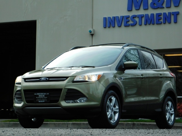 2013 Ford Escape SE / 2.0Liter 4Cyl / AWD / Panoramic Sunroof - Photo 1 - Portland, OR 97217