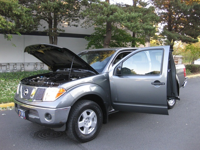 2006 Nissan Frontier SE/ 4WD/ 6Cyl/ 6 Speed Manual   Photo 11