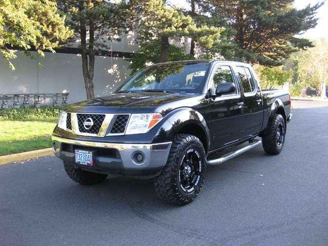 Good 2007 Nissan Frontier SE Crew Cab 4X4 / LIFTED / 1 OWNER   Photo 1