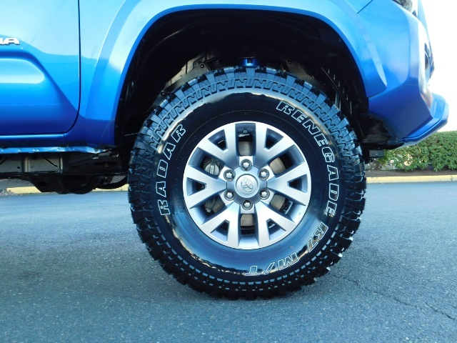 """2016 Toyota Tacoma Double Cab 4WD 1-Owner LIFTED 33 """"MUD FactroyWarnty - Photo 19 - Portland, OR 97217"""